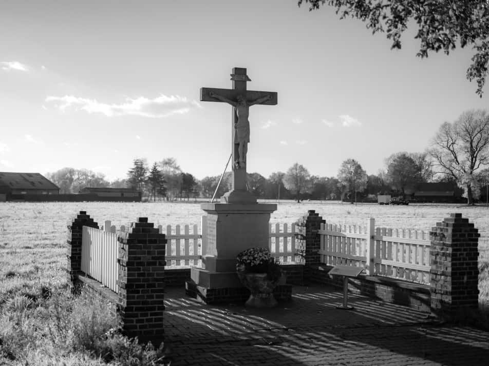 Family burial headstone placement